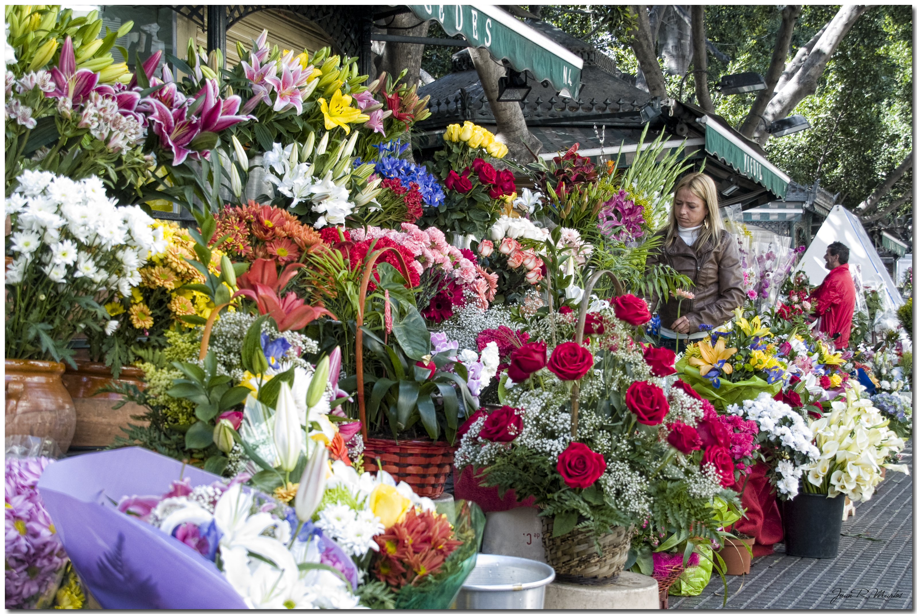 The art of delivering flowers go people izmirmasajfo