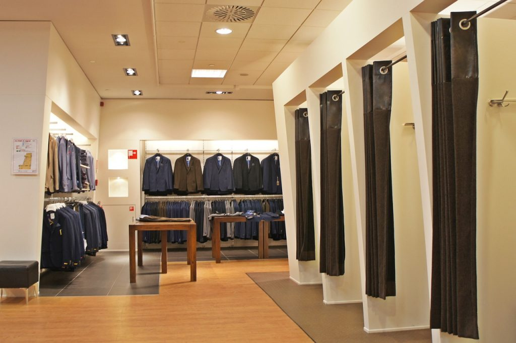 Why Virtual Fitting Rooms Are The Future Of Online Shopping